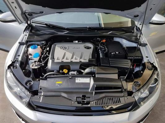 Detalhe de compartimento do motor